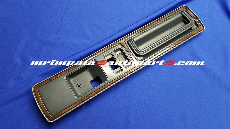 91-93 Roadmaster Door Pullstrap & Bezel Right front BLUE