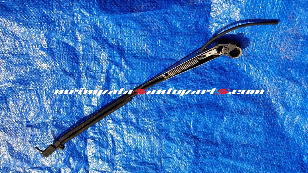 91-96 Caprice Roadmaster Wagon Rear wiper arm
