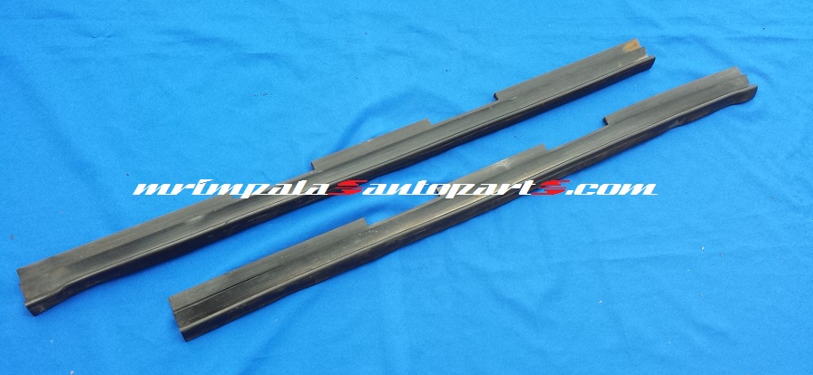 91-96 Roadmaster Door Rear Lower Edge Seals Weatherstrips